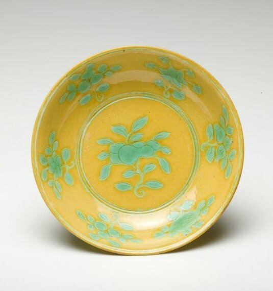 Plate with flowers, Ming dynasty, Jiajing six-character mark within double-circles and of the period (1522-1566)