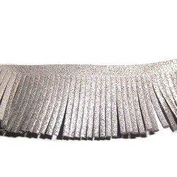 ruban gris pailleté a frange pompon