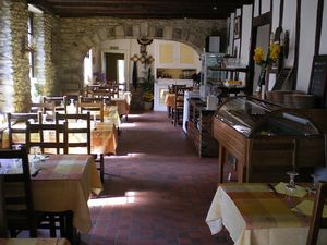 IMGP0010_restaurant___Houdan