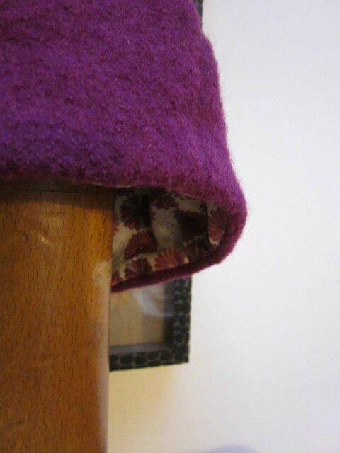 Chapeau AGATHE en laine bouillie violine avec fleur - doublé de coton Liberty fleuri violine (1)