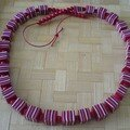 collier rouge rayé