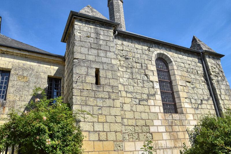 La chapelle funéraire à Fontevraud l'Abbaye, lanterne des morts (1225 Charte de Berthe, dixième abbesse) (6)