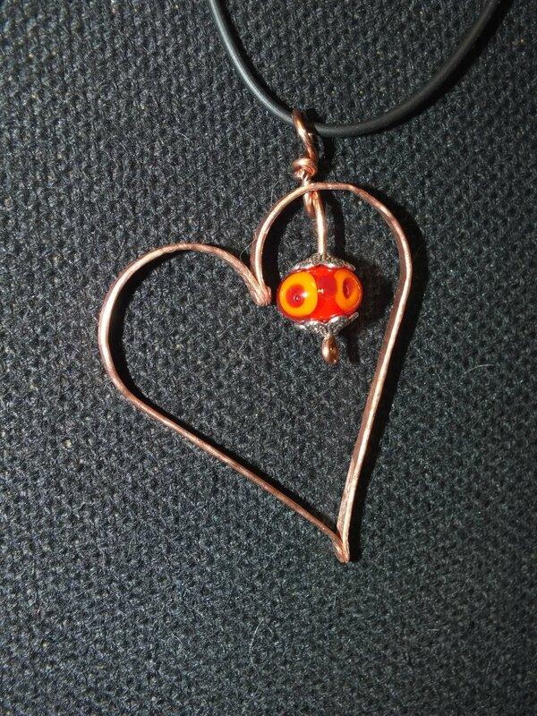 pendentif cuivre coeur riveté perle de verre (2)