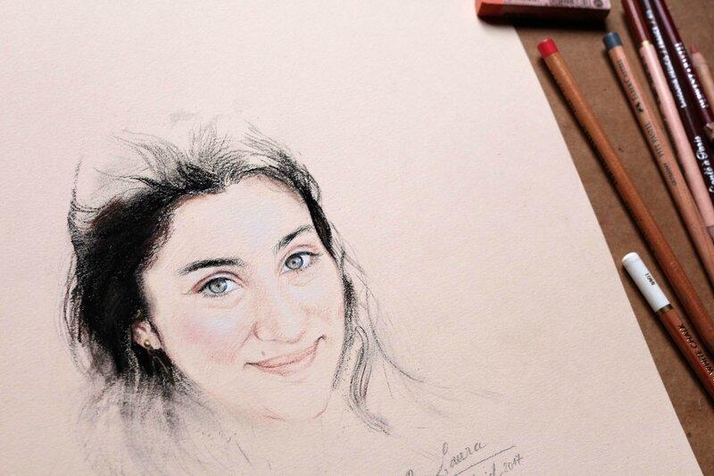 dessin portrait jeune fille brune sur commande yeux verts