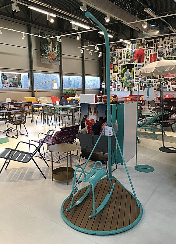 magasin-cheval-a-bascule-fermob-magasin-usine-ma-rue-bric-a-brac
