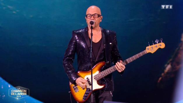"""[REPLAY] Pascal Obispo a interprété son nouveau titre """"Chante la rue chante"""" dans """"La chanson de l'année"""" sur TF1"""