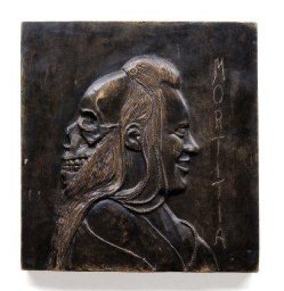 Vanité. Relief en bronze titré «Mortitia» et signé en bas «Dada Serilles». H_34 cm L_34 cm