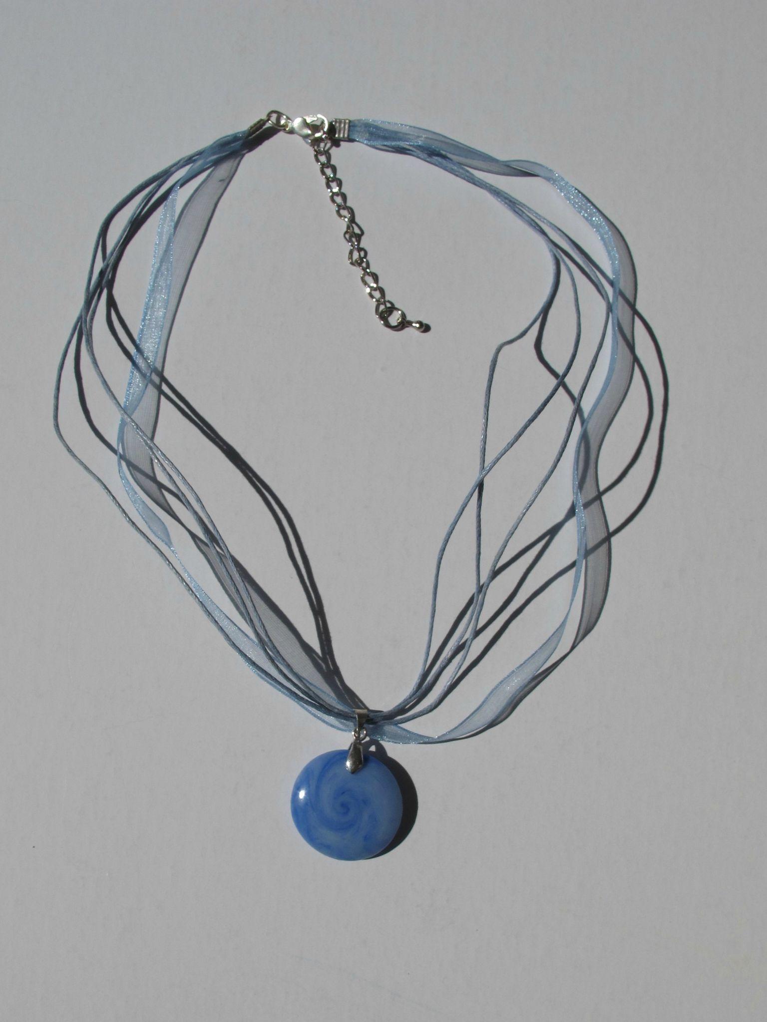 pendentif rond transparent bleu