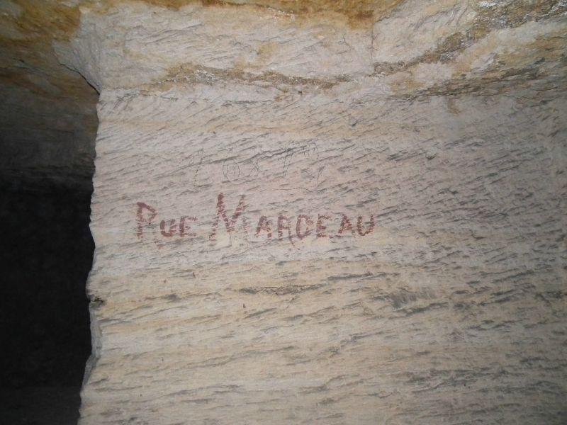nom sur un pilier