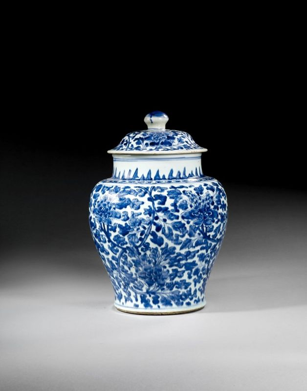 vase couvert en porcelaine bleu blanc chine epoque transition xvii me si cle alain r truong. Black Bedroom Furniture Sets. Home Design Ideas