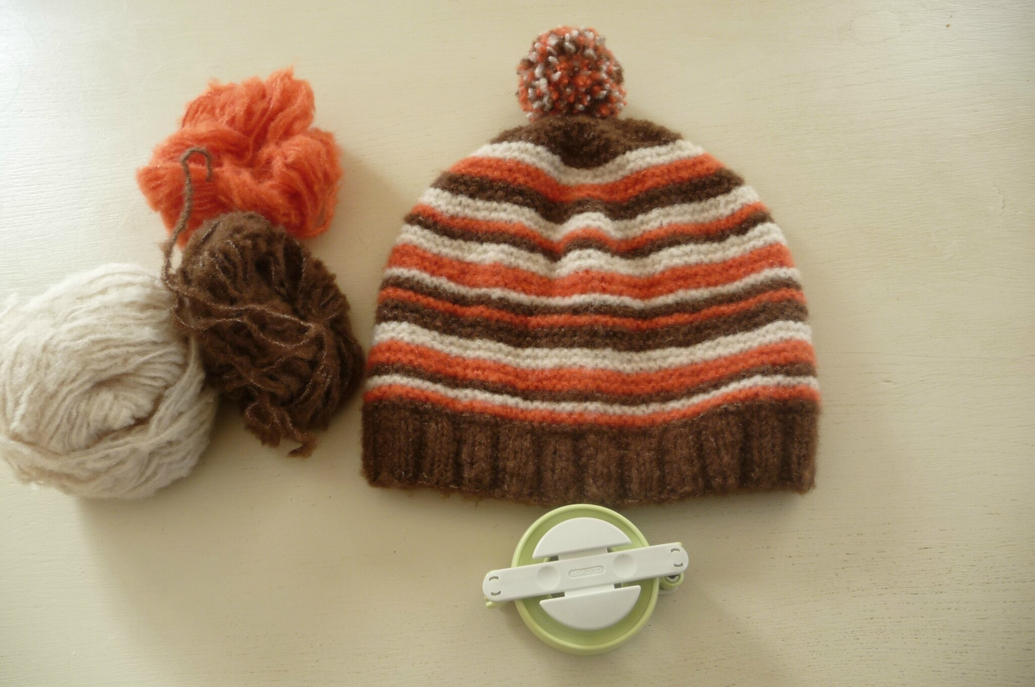 Un bonnet avec des restes de laine - La Malle aux Mille Mailles f8a31562cb3