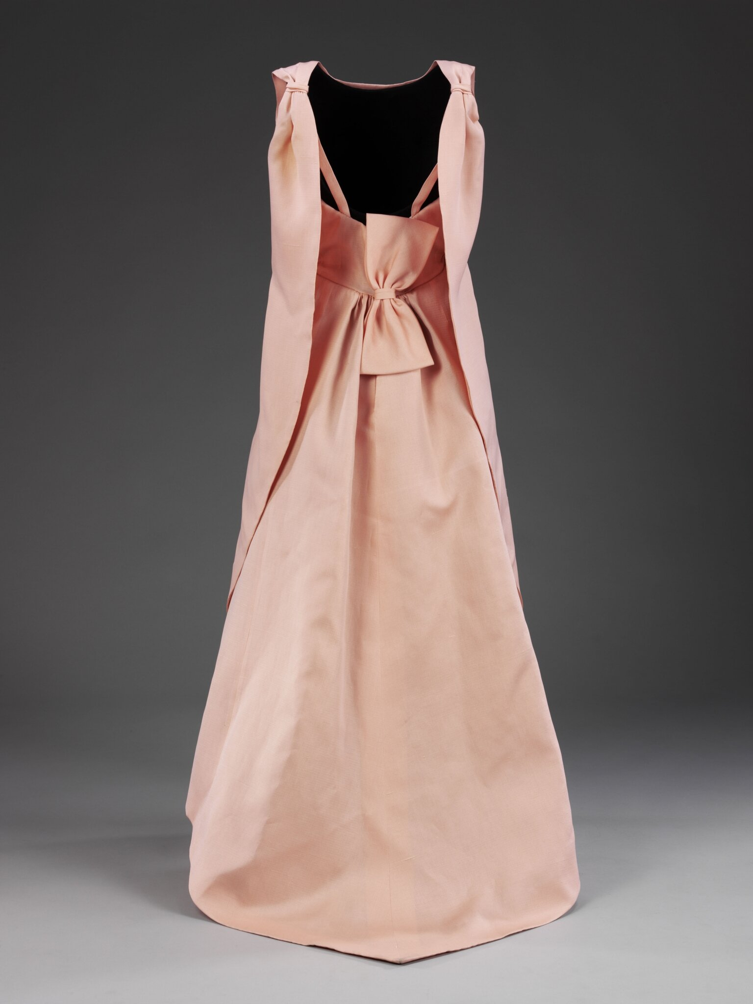 La_Tulipe_evening_dress_gazar_Balenciaga_for_EISA_Spain_1965__Victoria_and_Albert_Museum_London