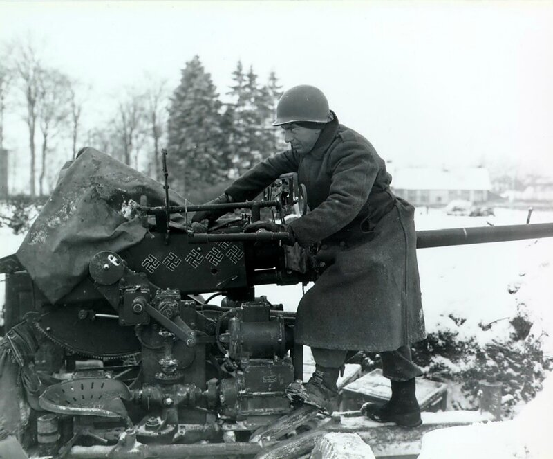 40-mm_antiaircraft_gun_at_snow-covered_Sourbrodt,_Belgium