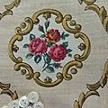 19-273 tissu ancien a medaillons avec bouquets de roses