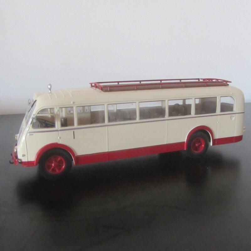 109-RENAULT 215D (1)