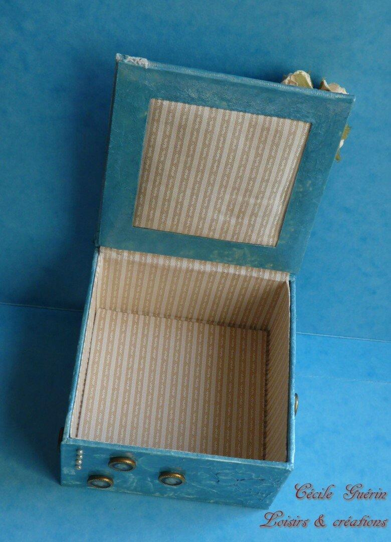 Boîte turquoise dessin victorien