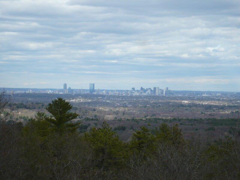 La vue depuis la tour : on voit les gratte-ciel de Boston