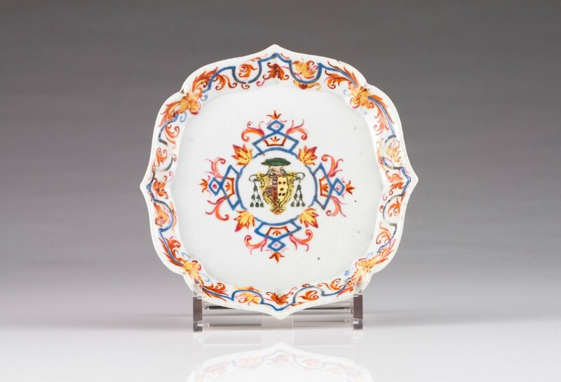 An armorial scalloped saucer, for the Portuguese market, Qianlong Period, ca
