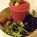 Smoothie betterave, radis & framboises avec falafels (possibilité en version vegan)