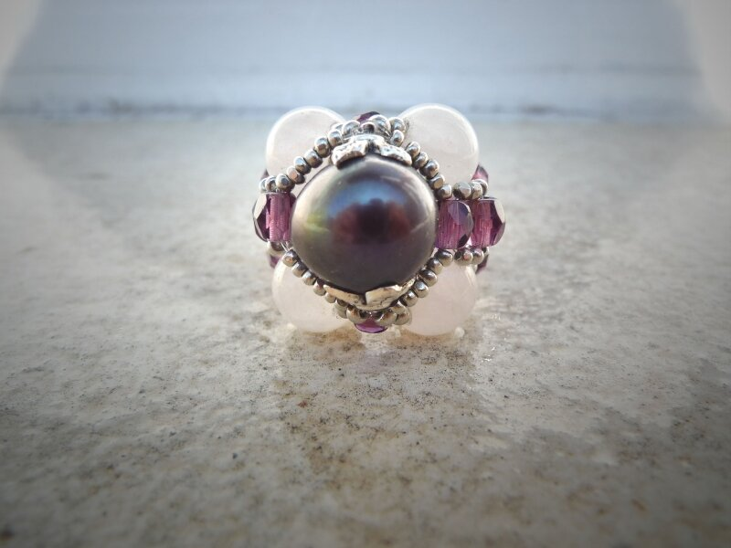 Bague EMPIRE en perle de culture grise & quartz rose
