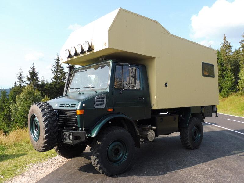 UNIMOG 1300L avec cellule camping-car Schwarzmiss (1)