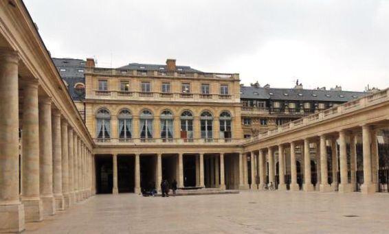 Paris Palais Royal Galerie d'Orléans R