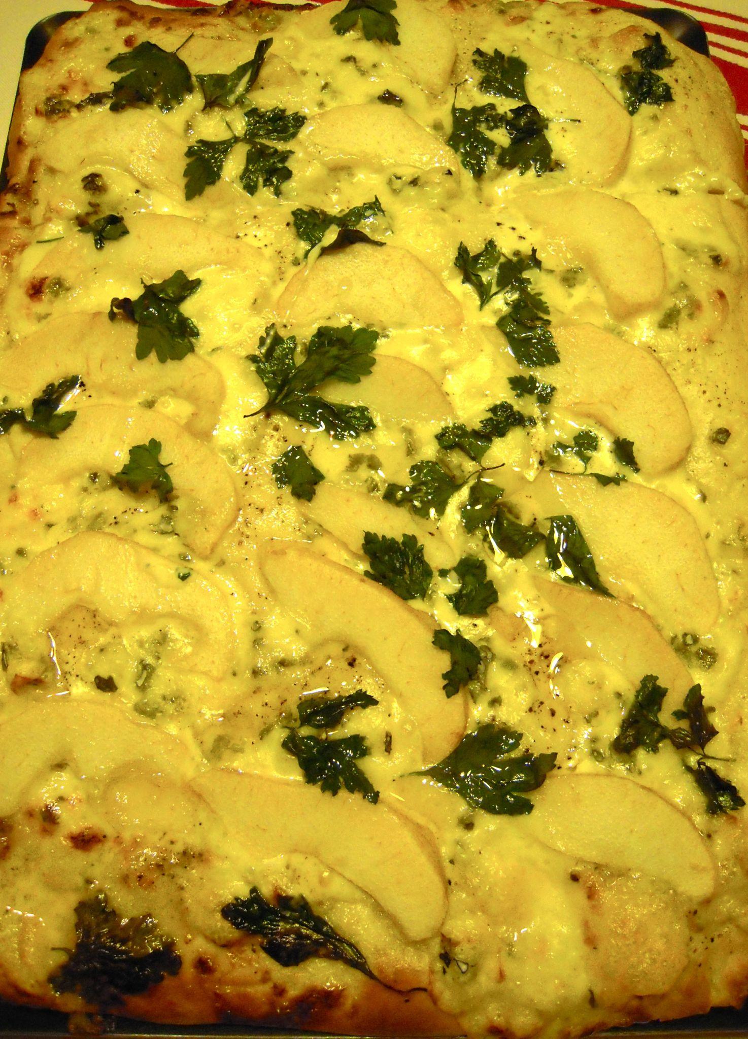 pizza aux poires et à la fourme
