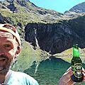 Jénorme boit une bière au lac d'Isabe (64)