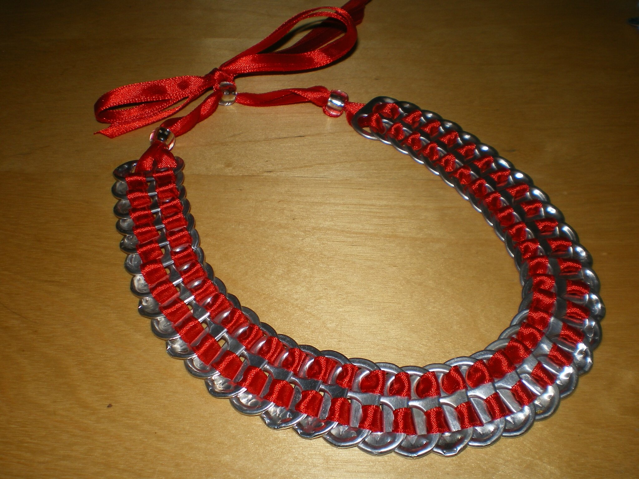 collier en ruban de satin rouge