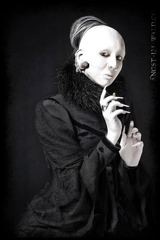 Anna-Varney-sopor-aeternus-and-the-ensemble-of-shadows-27067921-600-903