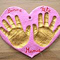 Empreintes de mains : coeur en pâte à sel pour la fête des grands mères