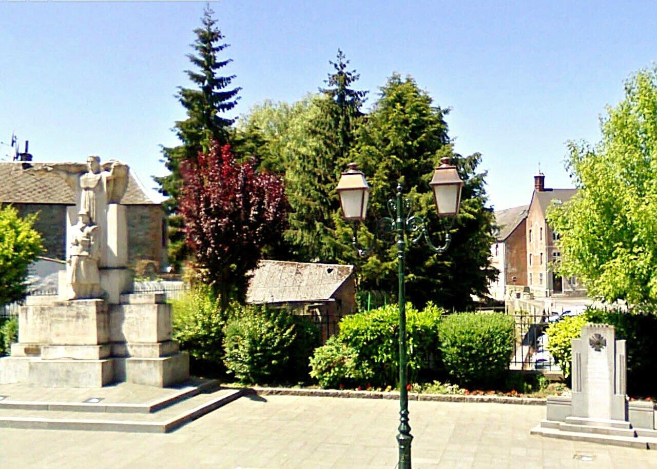 AVESNES-Le Monument aux morts1