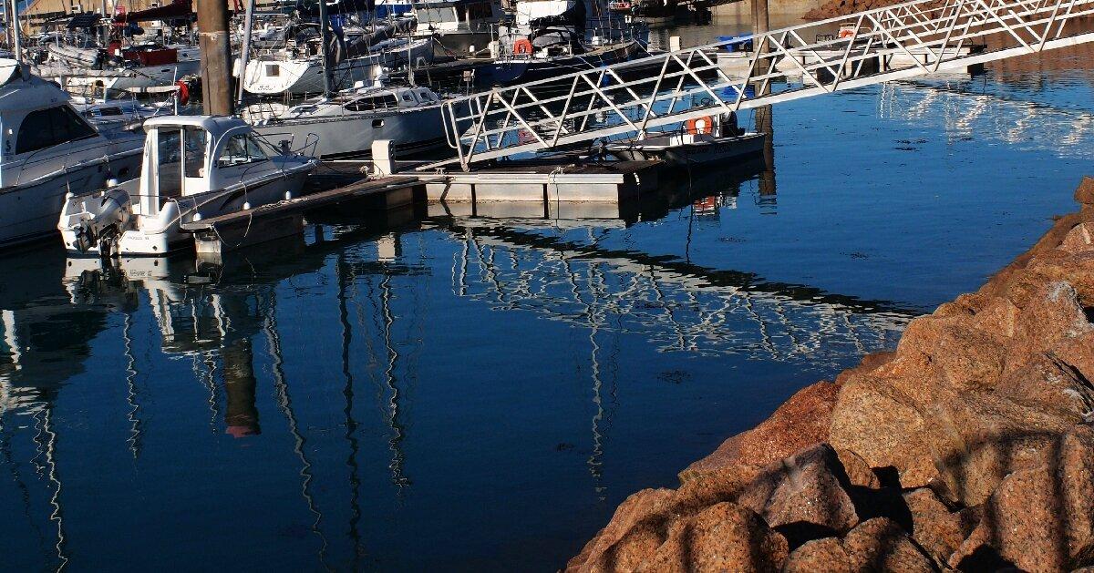 Trebeurden Reflets dans le port