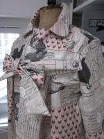 Ciré AGLAE en coton enduit lin ilmprimé coq et calligraphie rouge et noir (7)