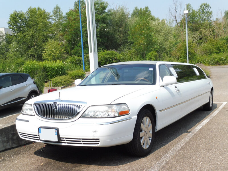 LINCOLN Town Car Royale Executive Series limousine Illkirch (1)