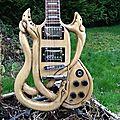 Serpentaire..guitare sculptée...exposée aux