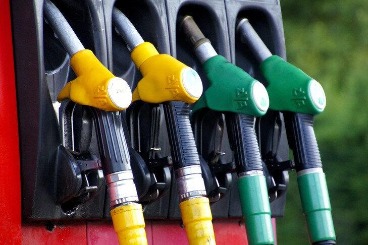 Non-gouvernement-nentend-revenir-hausse-programmee-taxes-carburants_0_729_486