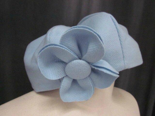 Chapeau AGATHE en lainage ciel à chevrons avec fleur - Doublure coton gris à étoiles blanches (2)