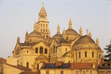 la_cathedrale_saint_front