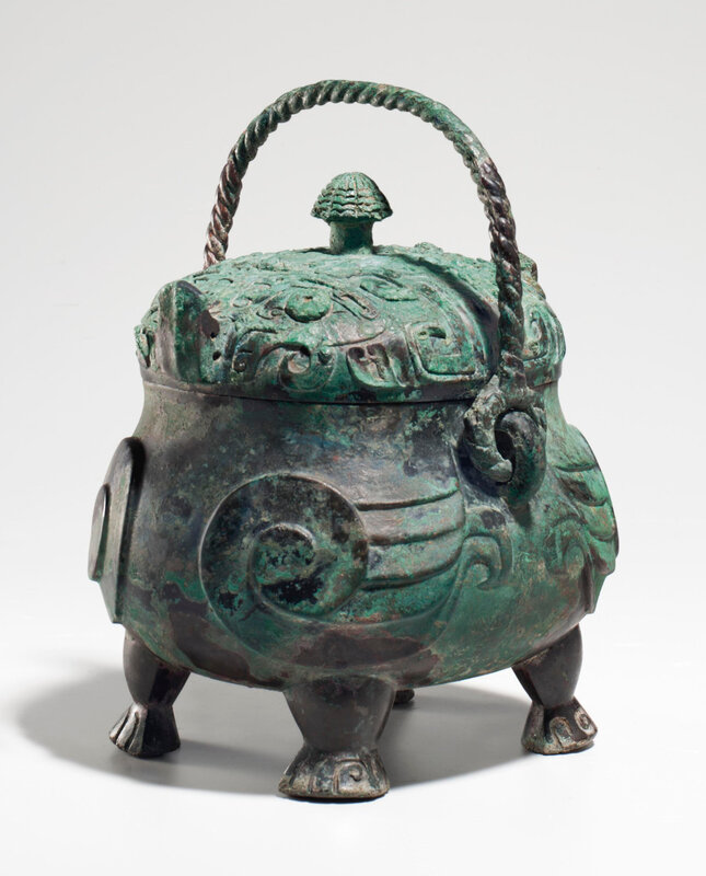 2013_NYR_02689_1220_000(a_very_rare_and_exceptional_bronze_ritual_owl-form_wine_vessel_xiao_yo)