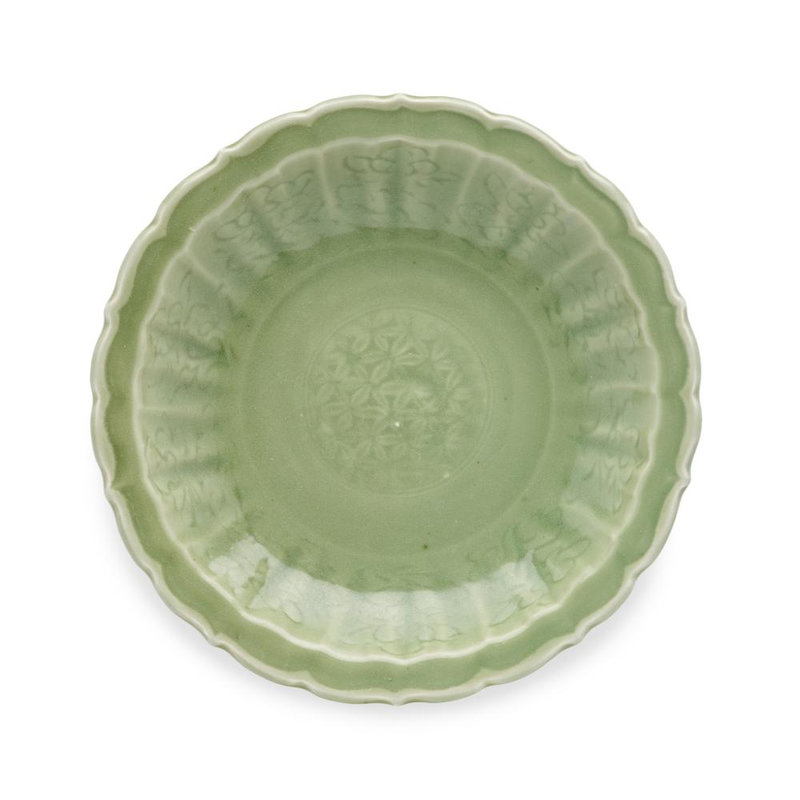 A Longquan celadon foliate charger, 15th-16th century