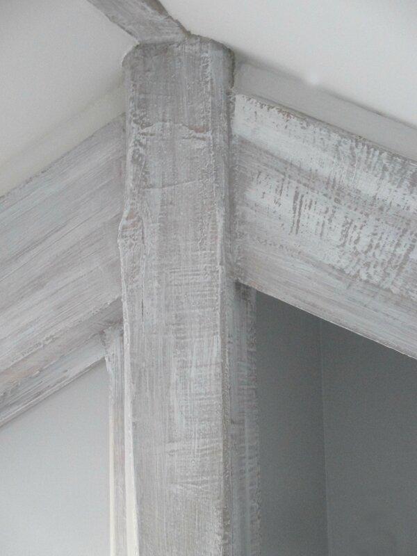 poutres peintes en trompe l 39 oeil facon bois blanchi. Black Bedroom Furniture Sets. Home Design Ideas