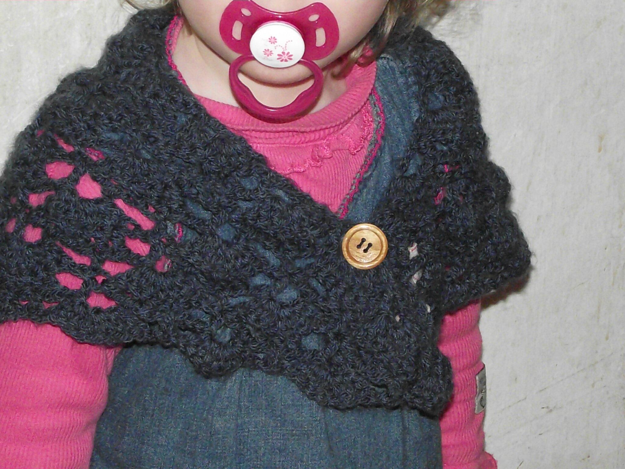 South bay shawlette avec bouton