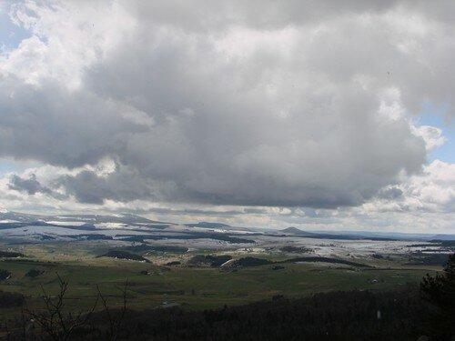2008 04 14 Temps mitigé avec de la neige sur les hauteur, paysage vu depuis le Pic du Lizieux