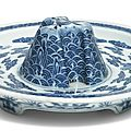 A rare blue and white 'crane' jue stand, qianlong seal mark and period (1736-1795)