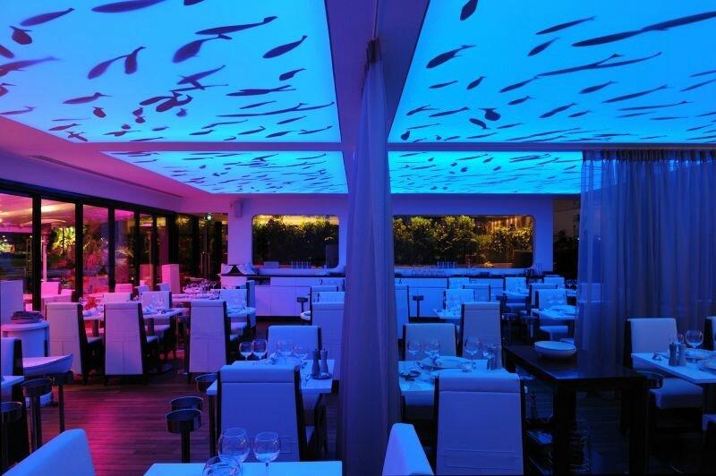 Décoration de restaurant plafond en bleu et poissons