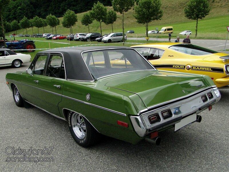 dodge-dart-custom-sedan-1972-02