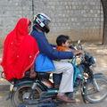 en famille, à moto