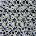 1792 coupon de tissu motif fleuri bleu fond blanc