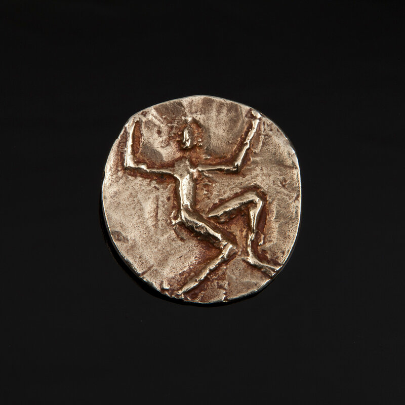 2020_CKS_19634_0017_000(a_personnage_aux_bras_leves_brooch_cast_after_1962_alberto_giacometti)